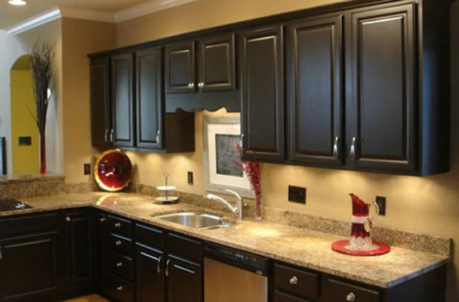 Tips on Using Black Kitchen Cabinets in Your Home