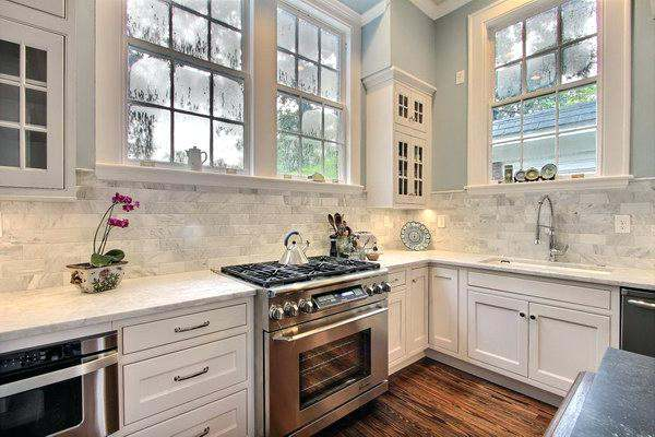 Kitchen Backsplash Ideas in Two Colors Choices